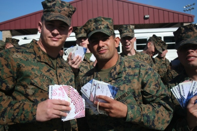 marines-from-camp-pendleton-display-sw-luv-our-troops-thank-you-cards